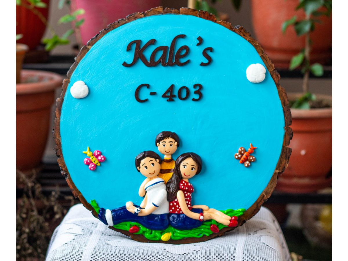 Beautiful family Nameplate on Round Wooden Log  round family nameplate
