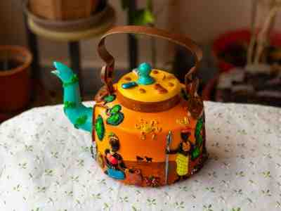 Handmade Kettles Creatively Designed With Clay and Decoupage