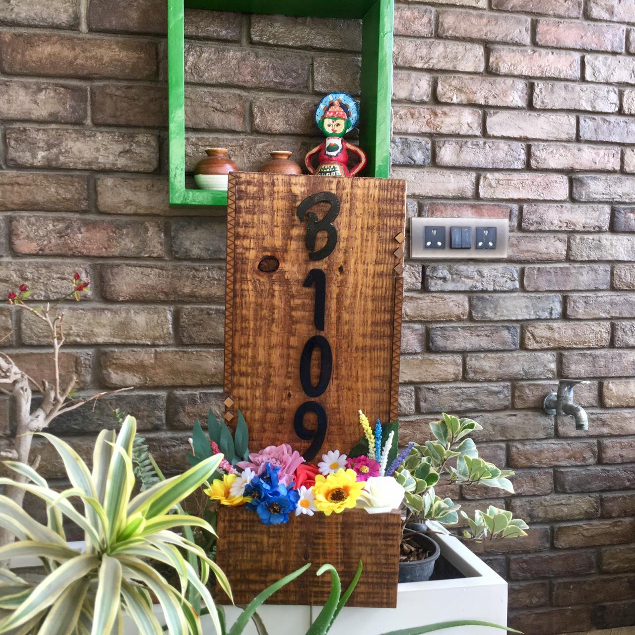 Vertical Pot Shaped Name Plate for Garden Lovers